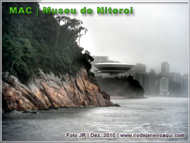 Mac de Niteroi visto mar