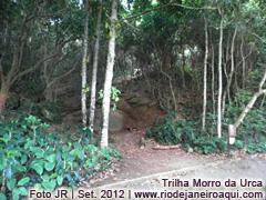 Início da trilha do Morro da Urca, próxima ao Pão de Açucar
